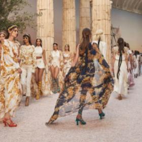عرض شانيل الخاص برحلات 2018  يوقظ أثينا القديمة