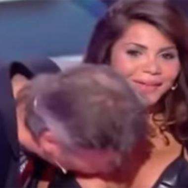 بالفيديو: معلّق فرنسي يقبّل صدر ضيفته مباشرة على الهواء؟