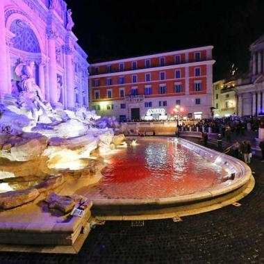 """أمنيات """"فونتانا دي تريفي""""الإيطالية الشهيرة تخشى اللون الأحمر"""
