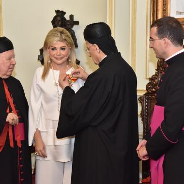 الدكتورة مي شدياق تُمنح ميدالية القديس غريغوار الكبير من قداسة البابا فرنسيس