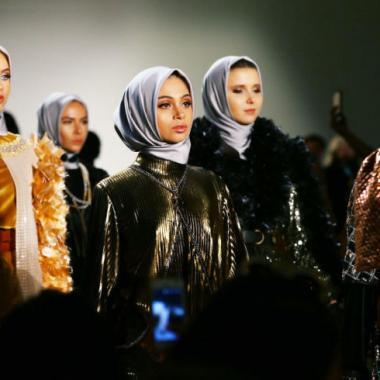 مصممة مسلمة توجه في نيويورك رسالة ضد سياسة ترامب