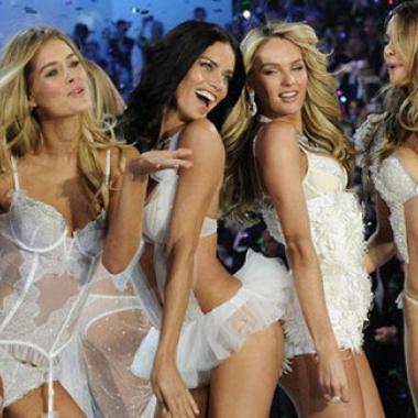 بالفيديو ملائكة Victoria's Secret وتحدي المانيكان!