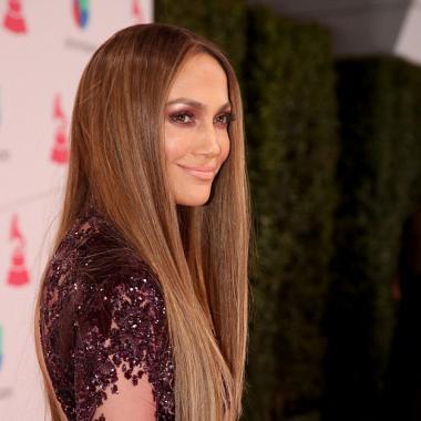 جينيفير لوبيز وفستان زهير مراد الساحر في Latin Grammys!