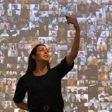 وأصبح لصور السيلفي معرض في غاليري لندني شهير