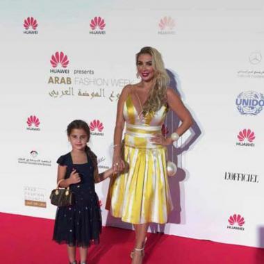 جويل ماردينيان برفقة ابنتها في عرض أزياء Aiisha Ramadan
