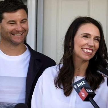 رئيسة وزراء نيوزيلندا تعلن بفرح خبر حملها