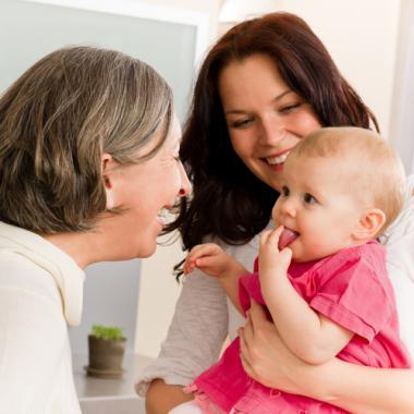 اثبات علمي على أهمية دور الجدّات في العائلة