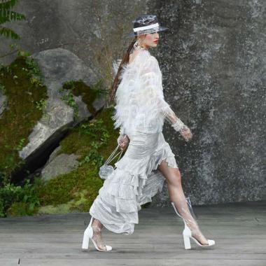 15 فستان زفاف ولا أجمل في مجموعة شانيل الجديدة!