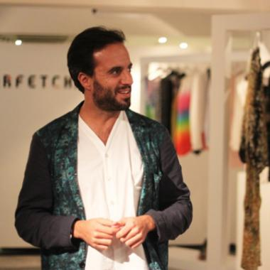 فجأة أستهواه عالم الأزياء فصار مليونيراً!
