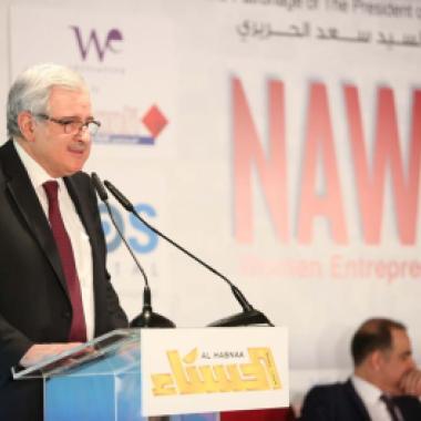 بالفيديو: الوزير أوغاسبيان ينحني معتذرًا من النساء بالنيابة عن الرجال اللبنانيين