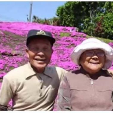 فقدت البصر، فزرع لها زوجها حديقة أزهار عطرة!