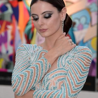 """الجمال اللبناني في """"كانّ"""" تألق بفستان من تصميم شربل زوي"""
