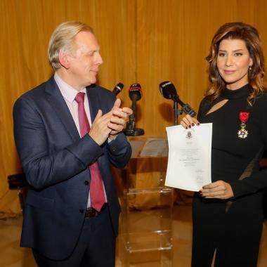 السفير البلجيكي يمنح الإعلامية بولا يعقوبيان وساماً ملكياً