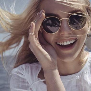 أنه زمن النظارات الشمسية المستديرة!