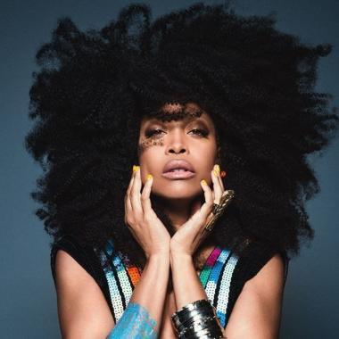 اريكا بادو تخطف الأنظار على سجادة Soul Train Awards