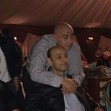 عماد الدين أديب يحتفي بخروج شقيقه عمرو من المستشفى