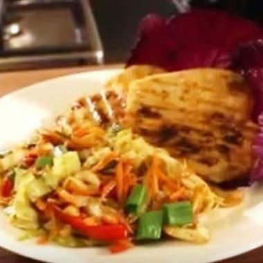 بالفيديو: فيليه برغر دجاج على الطريقة الصينية