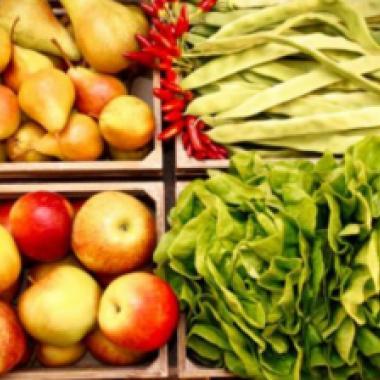 لكل فاكهة أو خضار طريقة مختلفة للتخلص من الأوساخ الخفية!