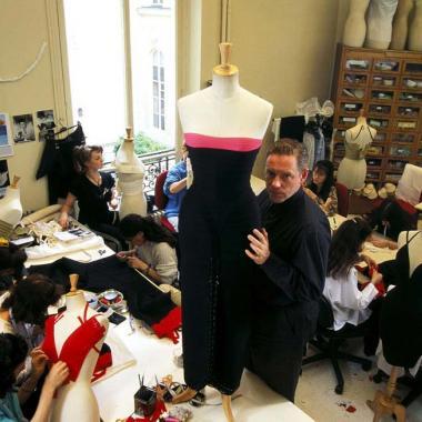 رحيل Hervé Léger مصمم فستان الأربطة