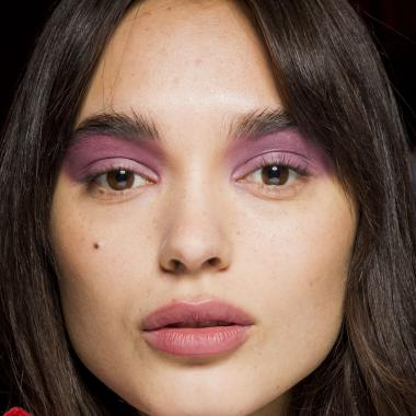 ماكياج العيون المتعدد الألوان للمرأة الجريئة!