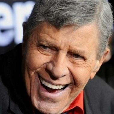 """مات """"ملك الكوميديا""""جيري لويس"""