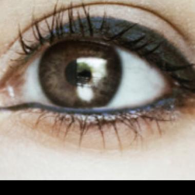 الآيلاينر المثالي لإبراز لون العين بطريقة جذابة!