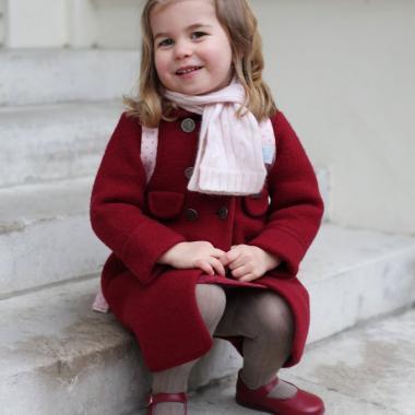 يوم الأميرة الصغيرة الأول في روضة الأطفال بعدسة والدتها