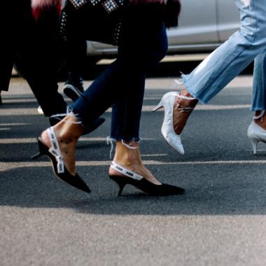 موضة أحذية الـSlingback تعيدنا إلى جنون التسعينات وأناقتها!