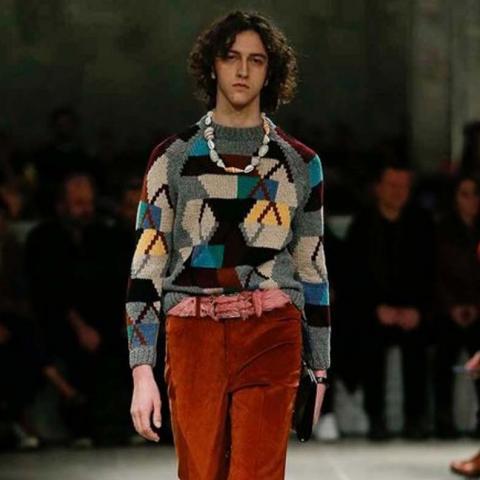 Prada تُحّيي السبعينات على منصة ميلانو في مجموعتها لخريف 2017