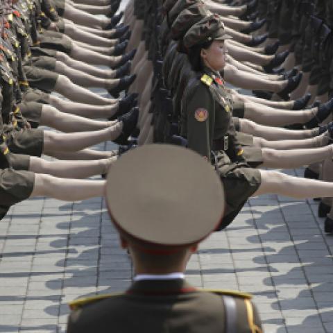 شرطيات المرور في كوريا الشمالية تماثيل سياحية