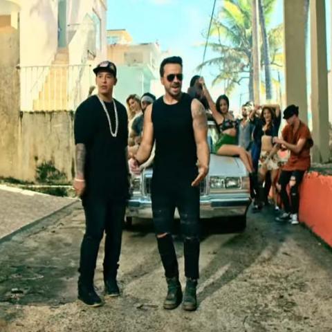 """هكذا تحولت أغنية """"دسباسيتو"""" إلى منقذة لـ بورتوريكو!"""