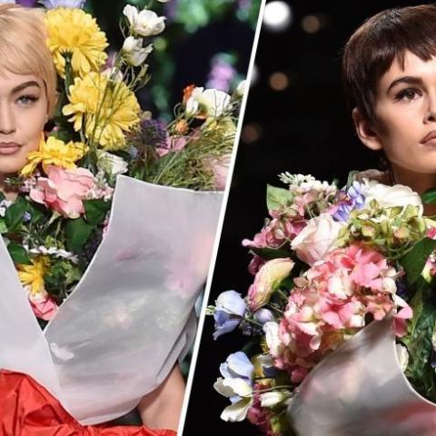 جيجي حديد وكايا جيربير باقتا أزهار على منصة موسكينو