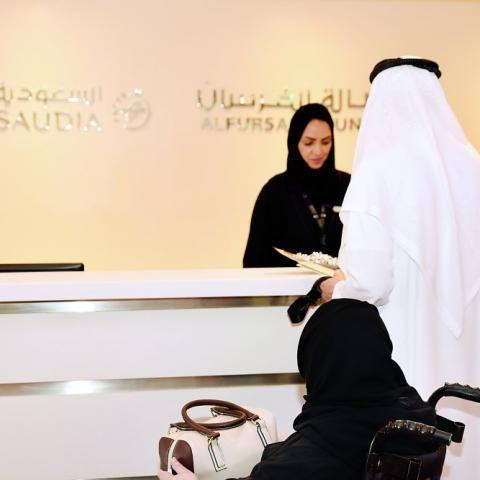 """سعوديات يشرفن على """"صالات الفرسان"""" في 4 مطارات"""