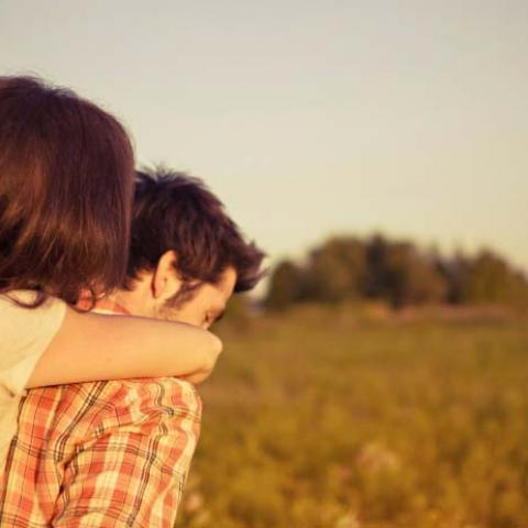 أشكال التعلّق بالشريك وتأثيرها على السّعادة بينكما