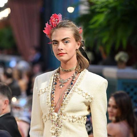 مجموعة Chanel للصناعات اليدوية سحر الأزياء الفرنسية الفاخرة!