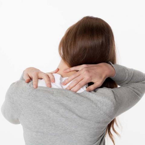 7 نصائح لتخفيف أوجاع الرقبة