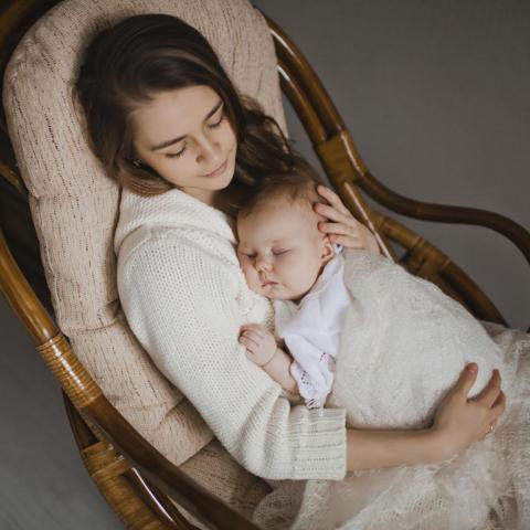 أيتها الأم غنّي لتتخلصي من الشعور بالاكتئاب بعد الولادة