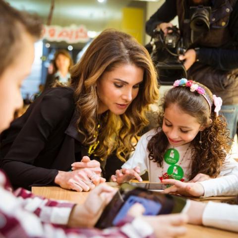 """""""كريم وجنى"""" تطبيق تعليمي لمرحلة الطفولة المبكّرة أطلقته مؤسسة الملكة رانيا"""