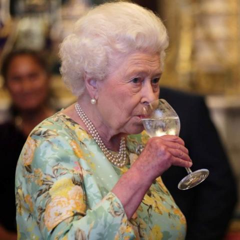 أسرار حفاظ الملكة إليزابيث على وزنها وصحتها