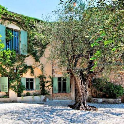 بالصور: نزهة في بيت بيكاسو الأخير الذي بيع بأكثر من 20 مليون يورو
