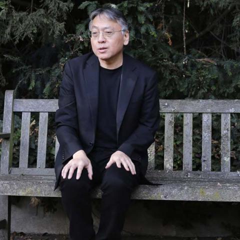 """الفائز بنوبل للأدب 2017 كازو إيشيغورو يكشف""""شعورنا الوهمي بالتواصل مع العالم"""""""