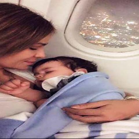 بالصور: لحظات ملؤها الحب بين النجمات وأولادهن