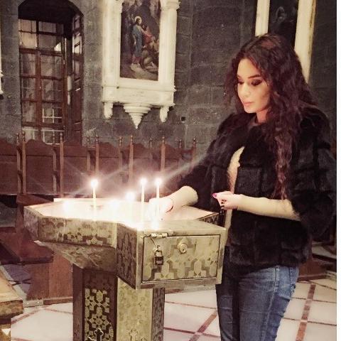 سيرين عبد النور تفي نذراً في كنيسة الزيتون في دمشق