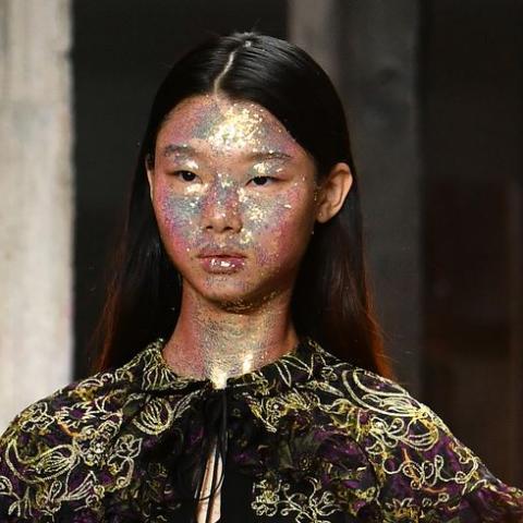 البرق يغزو منصات الموضة العالمية لعام ٢٠١٨!