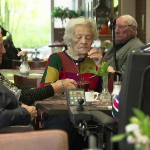 """هولندا: """"الموت الرحيم"""" للمسنين غير المتألمين"""