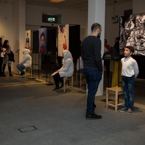 """فنّانون لبنانيون وسوريون يروون الطفولة في الحرب في """"بيت بيروت"""""""