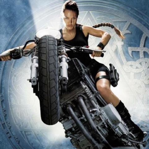 أنجلينا جولي تعيد إحياء Tomb Raider في ديزني لاند!