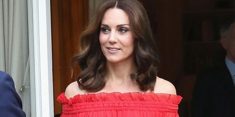 كيت ميدلتون تشعل برد ألمانيا بفستان أحمر مثير