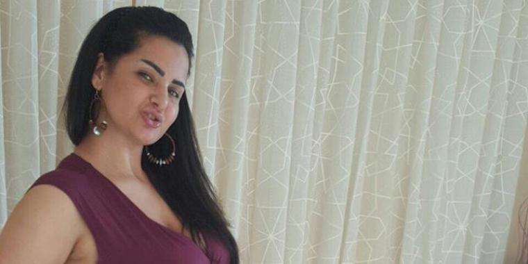 هل ستقدّم راقصة مصرية برنامجاً دينياً في رمضان؟