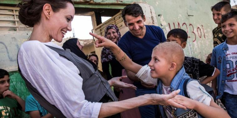 أنجلينا جولي تزور مخيمات اللاجئين السوريين في العراق